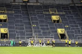 德甲联赛终于重新打响,足球空场没有球迷!主队血亏却有人血赚